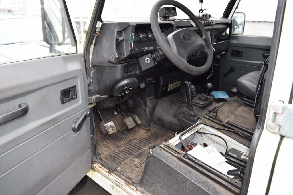 Autoaufbereitung Innenreinigung eines stark verschmutzten Land Rover